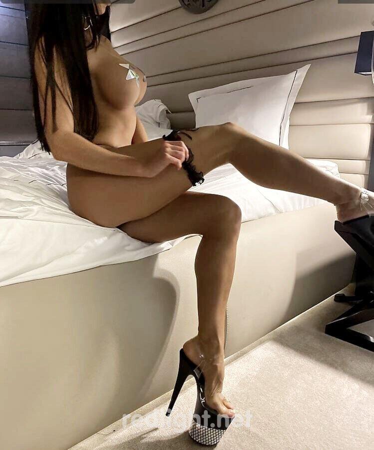 Viktoria (18) - Lange Beine umschlingen Dich in Dresde